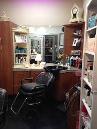 she just purchased the creamy colored furniture and likes that look and wants to keep things light and bright as there are no windows please help her beauty room furniture