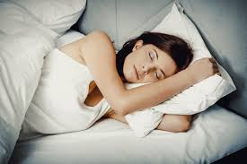 <b>Lose weight</b> faster with the '<b>sleep</b> diet' – how shut eye <b>helps</b> you ...
