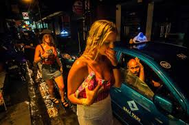 nikon walkley awards for excellence in photojournalism  a taxi driver watches two schoolies walk past nic walker