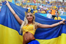 Украинская <b>футбольная фанатка</b> стала звездой интернета ...