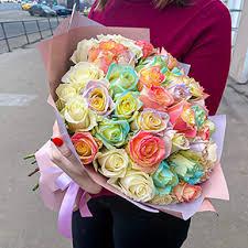 Купить <b>букет</b> из 51 <b>радужной</b> розы (40 см) в Москве - 2 700 руб ...