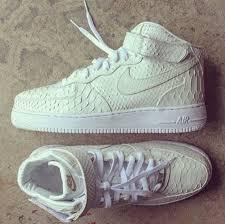 white nike shox chaussures saya nike wmns air force 1 hi prm preium black croc patent air force crocodile white