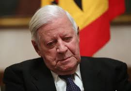 Former German Chancellor Helmut Schmidt waits to greet arriving. - 478443825-former-german-chancellor-helmut-schmidt-gettyimages