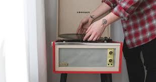 <b>CRUISER DELUXE TURNTABLE</b> | <b>Crosley</b> Radio
