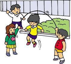 Resultado de imagem para crianças brincando com brinquedos reciclaveis