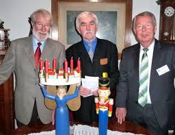 Horst Henze, Leihgeber Dietmar Schulz und Vorsitzender Knut Werner freuen sich über die gelungene Ausstellung. - wp4bcfd549_05_06