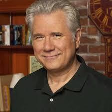 John Larroquette (Tony, padre de Virginia). Scot Cohen (Lobo) - larroquette