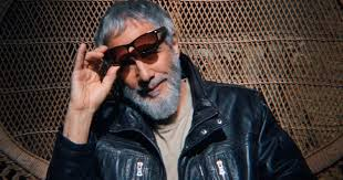 Yusuf/<b>Cat Stevens</b> taps classic sound in new 'The <b>Laughing</b> Apple ...