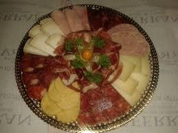 Resultado de imagen de Surtido de quesos con uva y membrillo.