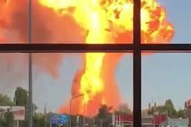 Мощный взрыв <b>газовой заправки</b> в центре российского города ...
