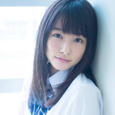制服の桜井日奈子