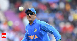 World Cup <b>2019</b>: MS Dhoni <b>sports gloves</b> with Indian Army insignia ...