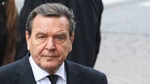 Der ehemalige Kanzler <b>Gerhard Schröder</b> ( SPD ) hat die Politik des <b>...</b> - gerhard-schroeder-540x304