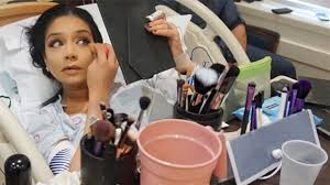 pregnant w applies makeup in delivery room to distract herself pregnant w applies makeup in delivery room to distract herself from labor pains today com