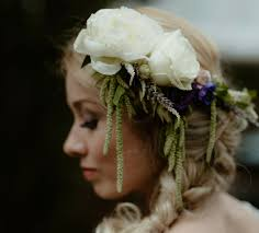 10 Stunning Ways to Wear <b>Flowers</b> in Your <b>Hair</b> - Interflora