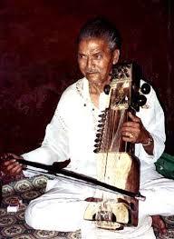 La musique indienne  Images?q=tbn:ANd9GcTduKXWbSy6b_LIR60-3Ow_gIb0ye8YM7ljqaQci7VhPrBg6Z2NMA