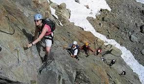Những vật dụng cần chuẩn bị cho chuyến du lịch leo núi