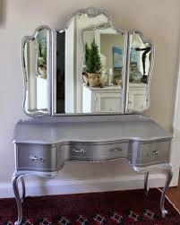 vanity makeup set table