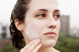 You Should Be Wearing <b>Sunscreen</b> on Your <b>Face</b> Every Day ...