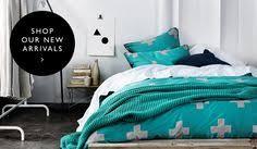 Каркас из поддонов и бирюзовое <b>постельное белье</b>   Спальная ...