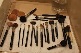 Resultado de imagem para como limpar pinceis de maquiagem