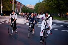 <b>Bike Party</b> — a fresh new way to take back the streets | Grist