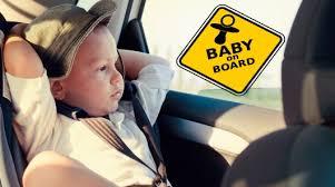 Нужно ли клеить на машину <b>знак</b> «Ребенок в машине»?