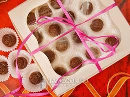 <b>Шоколадные конфеты с начинкой</b> из кокосовой стружки и арахиса