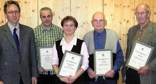 Ehrungen beim Schwarzwaldverein Endingen für 25 und 40 Jahre (von links): Thomas Ziser, Rainer Cario, Andrea Ziser, Alois Bürger und Manfred Schwab. - 12575267