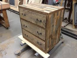 26 amazing diy wood pallet furniture projects 18 amazing diy pallet furniture