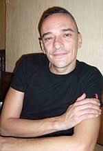 Javier Álvarez, a sus 40 años recién cumplidos ya es un reconocido cantante. Pero lejos de acomodarse, Javier innova y no para quieto. - javieralvarez1