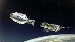 Resultado de imagem para fotos da nave soyuz se  acoplando à ISS