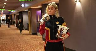 Brie Larson Dressed Up As <b>Captain Marvel</b> To Surprise Fans At NJ ...