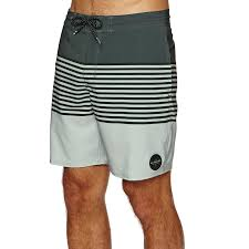 Quiksilver <b>Revolution</b> 18 Пляжные шорты available from Surfdome