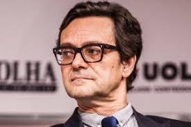 15.ago.2012 - Mario Cesar Carvalho, repórter especial da Folha de S.Paulo, questiona se não é uma incoerência a candidata manter um discurso verde e andar ... - 15ago2012---mario-cesar-carvalho-reporter-da-folha-de-spaulo-questiona-se-nao-e-uma-incoerencia-a-candidata-manter-um-discurso-verde-e-andar-de-moto-que-polui-mais-que-os-carros-1345046313917_300x200