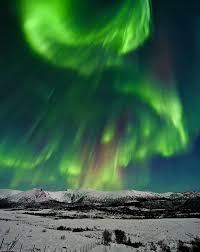 Resultado de imagen de Las estrellas típicas como el Sol, emite desde su superficie un viento de partículas cargadas eléctricamente