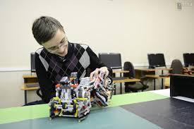 <b>Турнир изобретателей</b>. <b>Роботы</b> соревновались на скорость ...