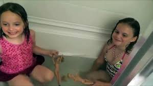 Annabelle and Victoria Freaks Out A Frog In The <b>Tub</b>!! <b>Toy</b> Freaks ...