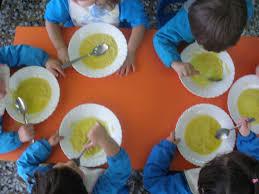Resultat d'imatges de niños comiendo mesa