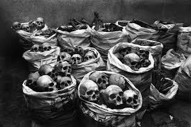 powerful documentary photo essays from the masters    clicks combhopal gas tragedy by raghu rai