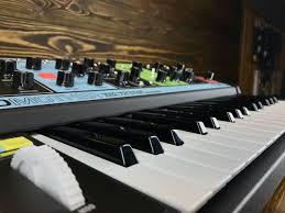 Аналоговый <b>синтезатор Moog Grandmother</b> купить по лучшей цене