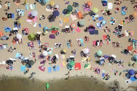 Resultado de imagem para praia cheia cartoon