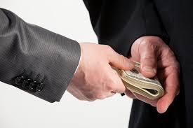 Doanh nghiệp sợ hãi vì phí bôi trơn ngày càng lớn