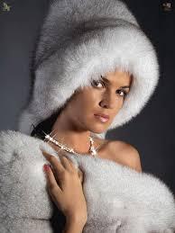 For The Love Of Fur (mit Bildern) | Pelz, Pelzmütze, Bommel machen