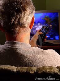Risultati immagini per uomo che guarda la televisione