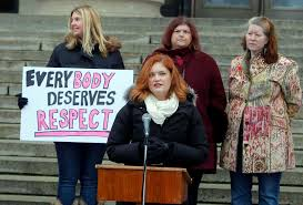 rally calls for end to shaming and blaming people for weight boris minkevich winnipeg press< p><p>lindsey mazur speaks