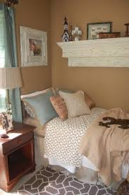 1000 ideas about small guest bedrooms on pinterest guest bedrooms wall mounted bedside table and stair decor charming small guest room office ideas