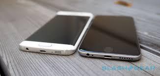 Risultati immagini per foto iphone 6 vs S6