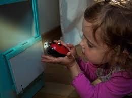 Resultado de imagem para A criança com baixa visão brilhos luzes
