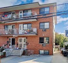 39-22 212th St Bayside, NY <b>11361</b>